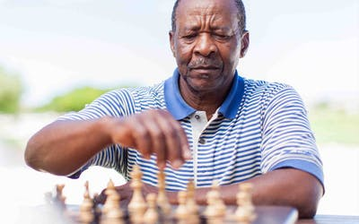Alzheimers Disease Signs and Symptoms senior man playing chess Oak Street Health